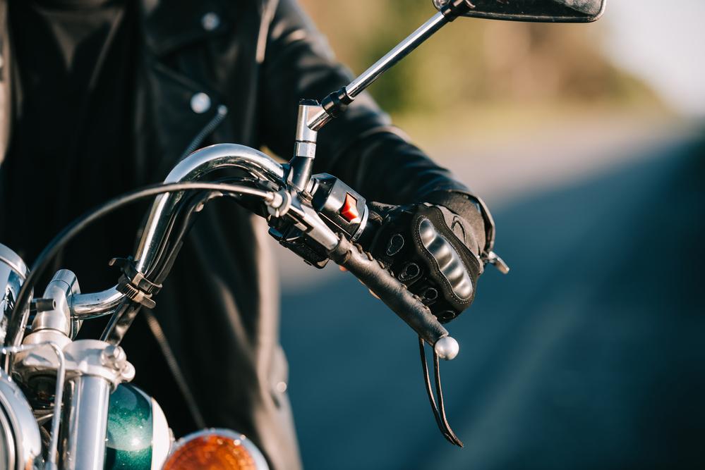¿Hago yo la transferencia de la moto, o en una gestoría?